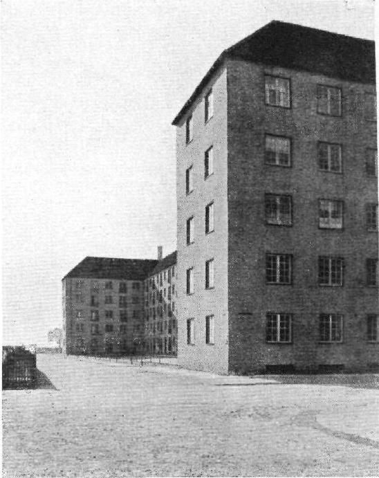Kay Fisker, Brigadegaarden 1926-28